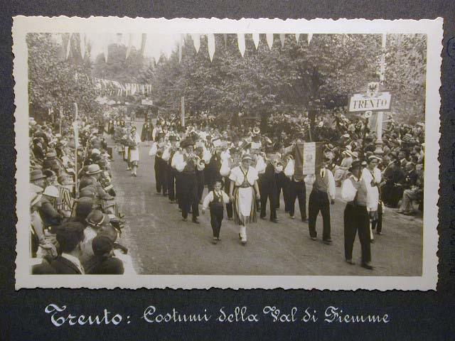 Meran in den dreissiger Jahren - Traubenfest Merano anni 30 - Festa Uva _11_.jpg