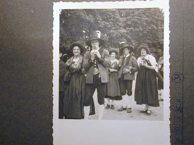 Meran in den dreissiger Jahren - Traubenfest Merano anni 30 - Festa Uva _30_.jpg