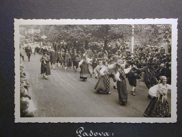 Meran in den dreissiger Jahren - Traubenfest Merano anni 30 - Festa Uva _9_.jpg