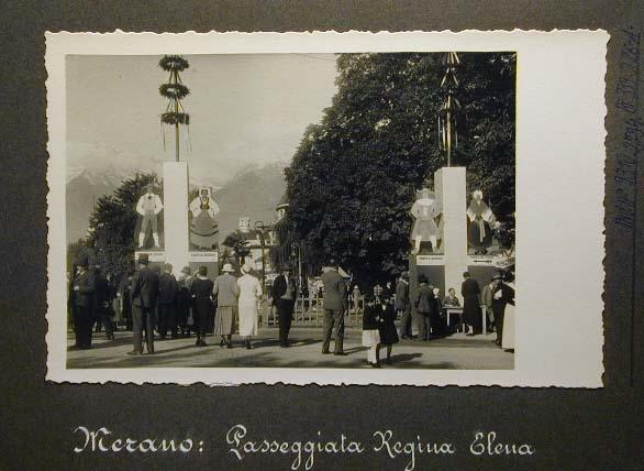 Meran in den dreissiger Jahren - Traubenfest Merano anni 30 - Festa Uva.jpg