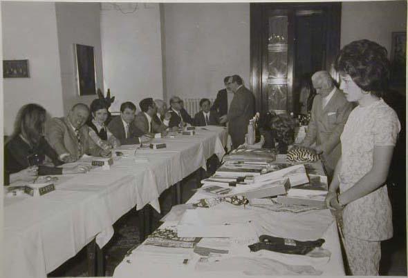 Meran 1970 - Nationaler Verkauferinnen Wettbewerb - La Commessa ideale d_Italia - Die Jury-Giuria _1_.jpg