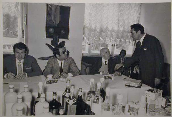 Meran 1970 - Nationaler Verkauferinnen Wettbewerb - La Commessa ideale d_Italia - Die Jury-Giuria-comm_Maviglia _3 v_l__.jpg