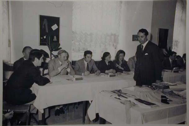 Meran 1970 - Nationaler Verkauferinnen Wettbewerb - La Commessa ideale d_Italia - Die Jury-Giuria.jpg