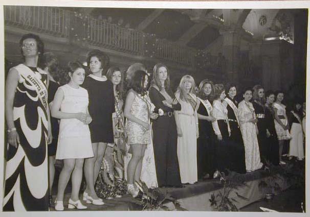 Merano 1970 -Nationaler Verkauferinnen Wettbewerb - La Commessa ideale d_ Italia -Modeschau-Sfilata e Premiazione _11_.jpg
