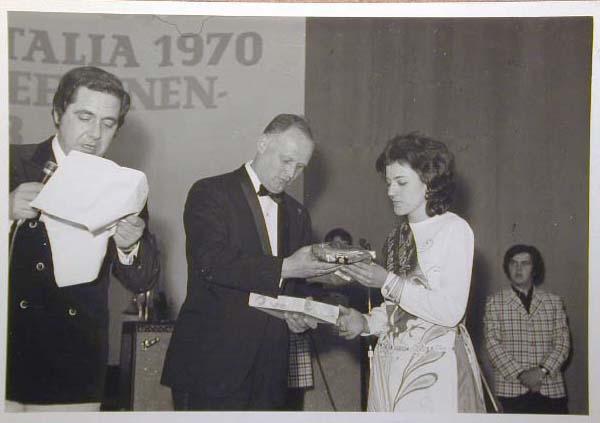 Merano 1970 -Nationaler Verkauferinnen Wettbewerb - La Commessa ideale d_ Italia -Modeschau-Sfilata e Premiazione _16_.jpg