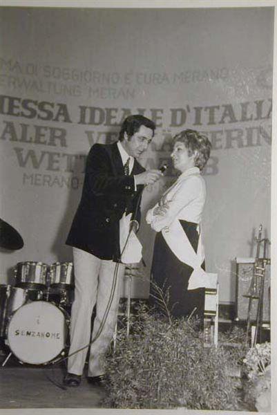 Merano 1970 -Nationaler Verkauferinnen Wettbewerb - La Commessa ideale d_ Italia -Modeschau-Sfilata e Premiazione _19_.jpg