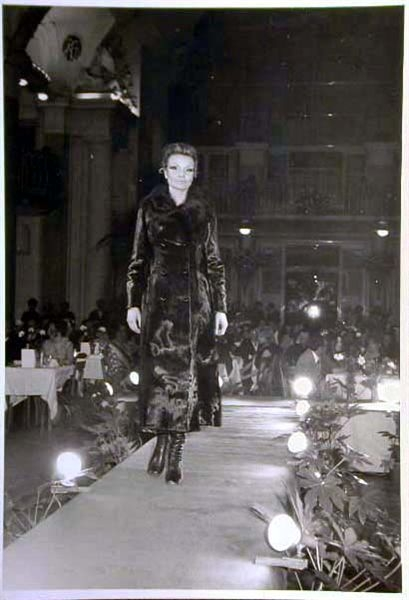 Merano 1970 -Nationaler Verkauferinnen Wettbewerb - La Commessa ideale d_ Italia -Modeschau-Sfilata e Premiazione _1_.jpg