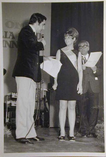 Merano 1970 -Nationaler Verkauferinnen Wettbewerb - La Commessa ideale d_ Italia -Modeschau-Sfilata e Premiazione _23_.jpg