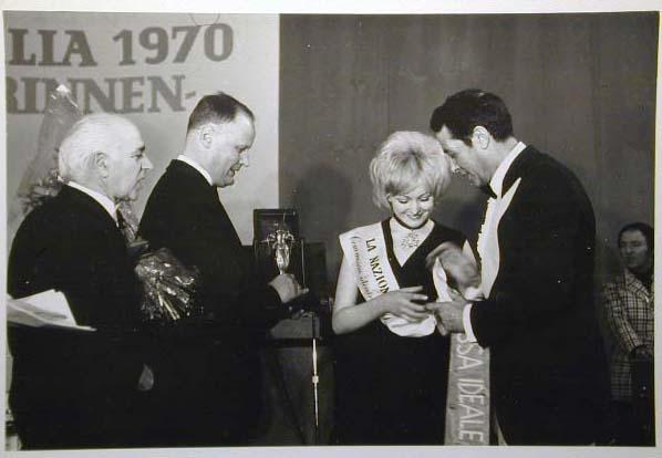 Merano 1970 -Nationaler Verkauferinnen Wettbewerb - La Commessa ideale d_ Italia -Modeschau-Sfilata e Premiazione _26_.jpg