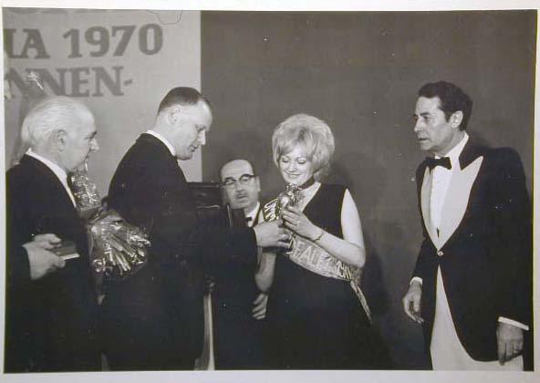 Merano 1970 -Nationaler Verkauferinnen Wettbewerb - La Commessa ideale d_ Italia -Modeschau-Sfilata e Premiazione _28_.jpg