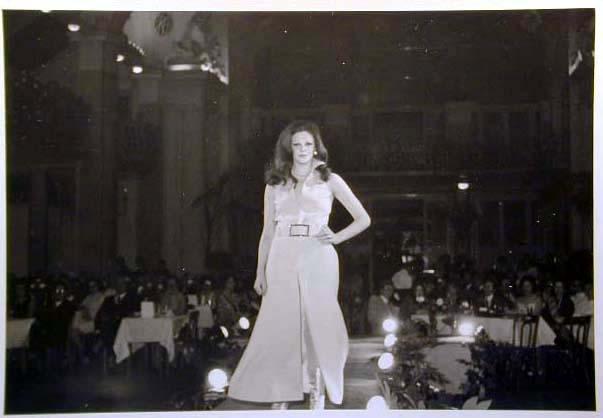 Merano 1970 -Nationaler Verkauferinnen Wettbewerb - La Commessa ideale d_ Italia -Modeschau-Sfilata e Premiazione _2_.jpg