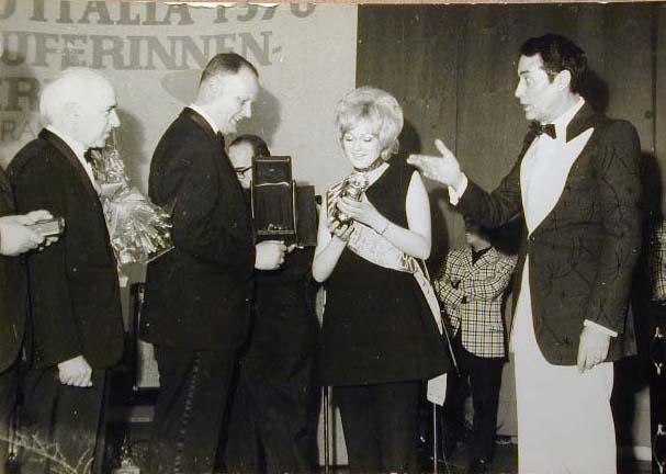 Merano 1970 -Nationaler Verkauferinnen Wettbewerb - La Commessa ideale d_ Italia -Modeschau-Sfilata e Premiazione _30_.jpg