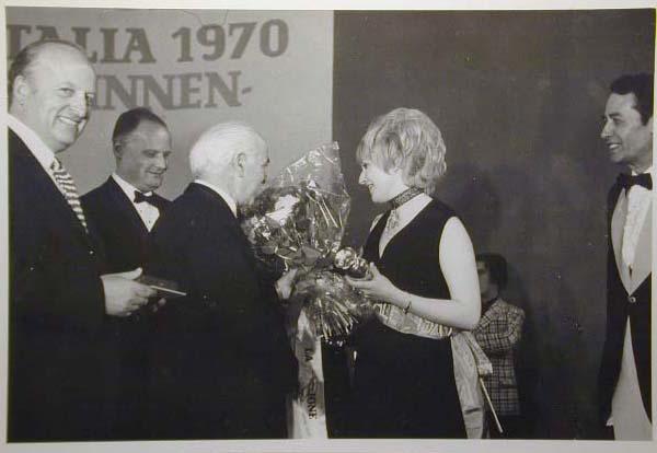 Merano 1970 -Nationaler Verkauferinnen Wettbewerb - La Commessa ideale d_ Italia -Modeschau-Sfilata e Premiazione _31_.jpg