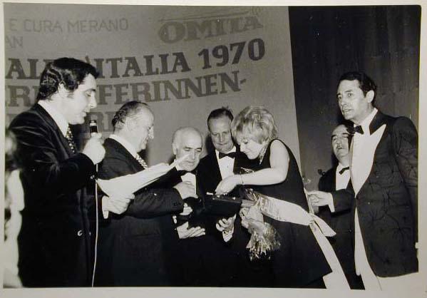 Merano 1970 -Nationaler Verkauferinnen Wettbewerb - La Commessa ideale d_ Italia -Modeschau-Sfilata e Premiazione _32_.jpg