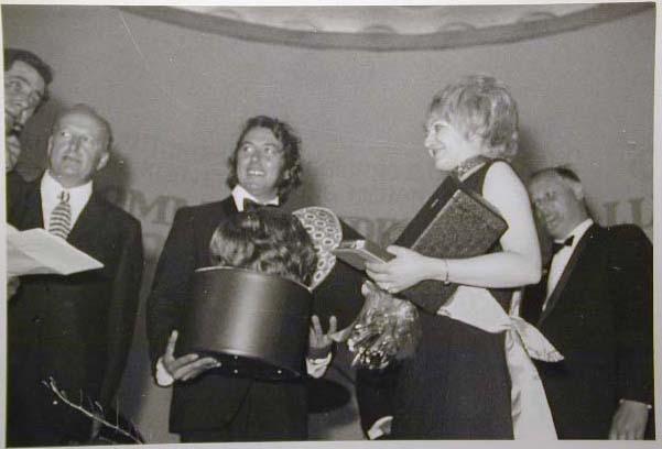 Merano 1970 -Nationaler Verkauferinnen Wettbewerb - La Commessa ideale d_ Italia -Modeschau-Sfilata e Premiazione _35_.jpg