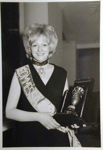 Merano 1970 -Nationaler Verkauferinnen Wettbewerb - La Commessa ideale d_ Italia -Modeschau-Sfilata e Premiazione _36_.jpg
