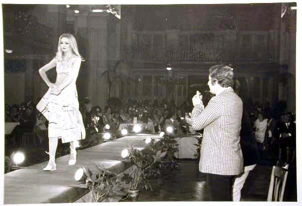 Merano 1970 -Nationaler Verkauferinnen Wettbewerb - La Commessa ideale d_ Italia -Modeschau-Sfilata e Premiazione _3_.jpg