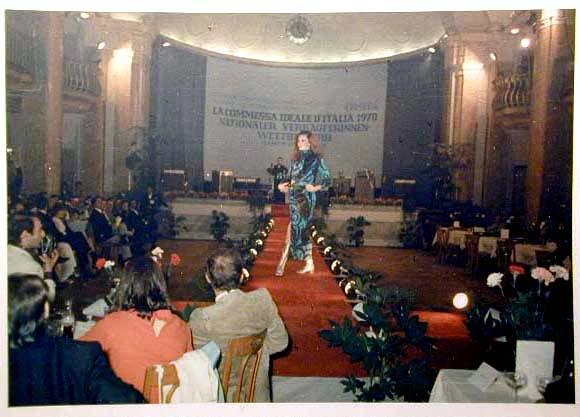 Merano 1970 -Nationaler Verkauferinnen Wettbewerb - La Commessa ideale d_ Italia -Modeschau-Sfilata e Premiazione _46_.jpg