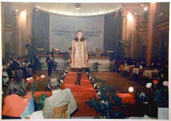 Merano 1970 -Nationaler Verkauferinnen Wettbewerb - La Commessa ideale d_ Italia -Modeschau-Sfilata e Premiazione _47_.jpg