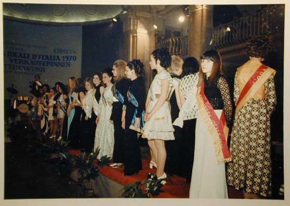 Merano 1970 -Nationaler Verkauferinnen Wettbewerb - La Commessa ideale d_ Italia -Modeschau-Sfilata e Premiazione _52_.jpg
