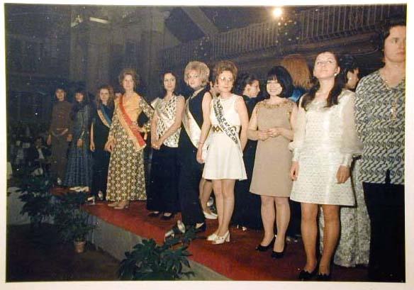 Merano 1970 -Nationaler Verkauferinnen Wettbewerb - La Commessa ideale d_ Italia -Modeschau-Sfilata e Premiazione _54_.jpg