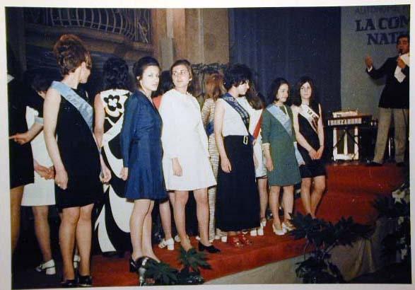 Merano 1970 -Nationaler Verkauferinnen Wettbewerb - La Commessa ideale d_ Italia -Modeschau-Sfilata e Premiazione _55_.jpg