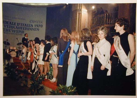 Merano 1970 -Nationaler Verkauferinnen Wettbewerb - La Commessa ideale d_ Italia -Modeschau-Sfilata e Premiazione _56_.jpg