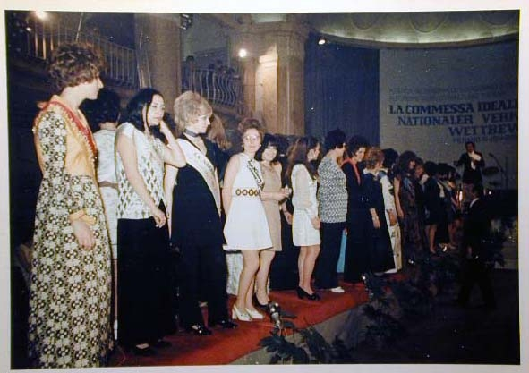 Merano 1970 -Nationaler Verkauferinnen Wettbewerb - La Commessa ideale d_ Italia -Modeschau-Sfilata e Premiazione _57_.jpg