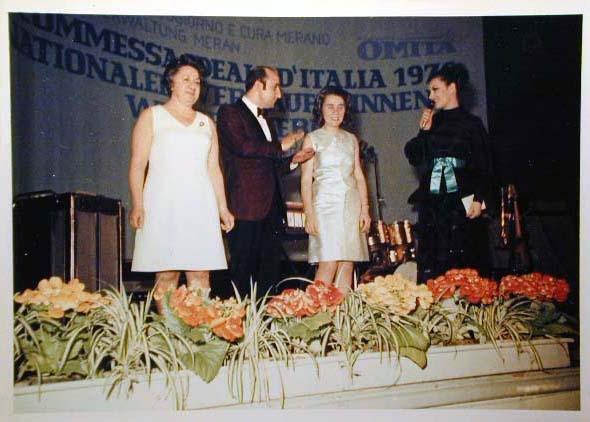 Merano 1970 -Nationaler Verkauferinnen Wettbewerb - La Commessa ideale d_ Italia -Modeschau-Sfilata e Premiazione _62_.jpg