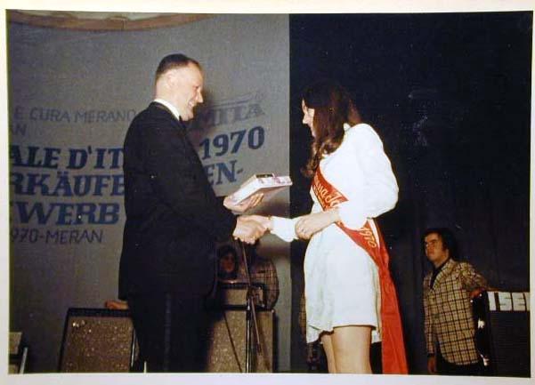 Merano 1970 -Nationaler Verkauferinnen Wettbewerb - La Commessa ideale d_ Italia -Modeschau-Sfilata e Premiazione _65_.jpg