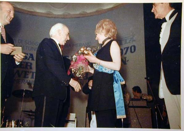 Merano 1970 -Nationaler Verkauferinnen Wettbewerb - La Commessa ideale d_ Italia -Modeschau-Sfilata e Premiazione _70_.jpg