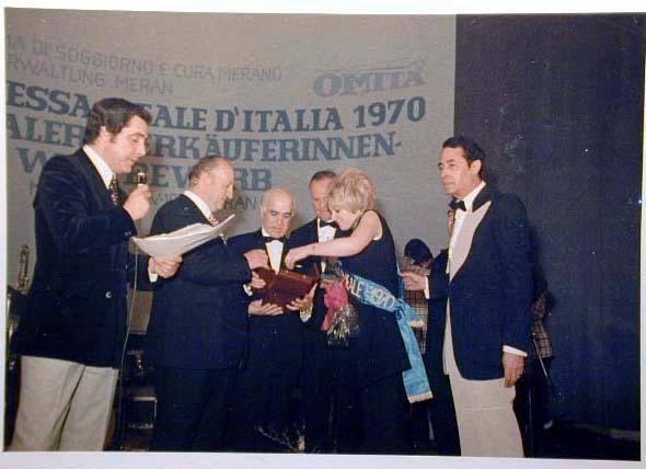 Merano 1970 -Nationaler Verkauferinnen Wettbewerb - La Commessa ideale d_ Italia -Modeschau-Sfilata e Premiazione _71_.jpg