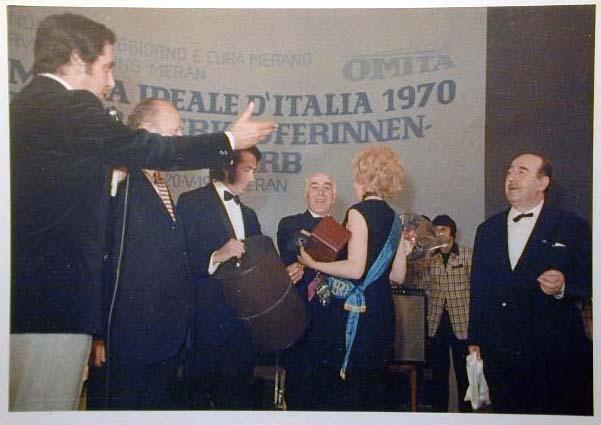 Merano 1970 -Nationaler Verkauferinnen Wettbewerb - La Commessa ideale d_ Italia -Modeschau-Sfilata e Premiazione _72_.jpg