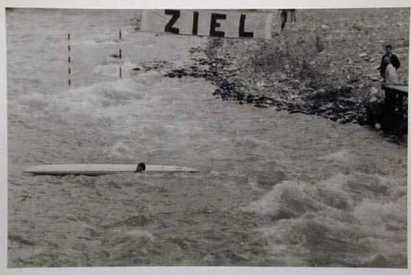 Kanuten in der Passer - Canoe nel Passirio.jpg