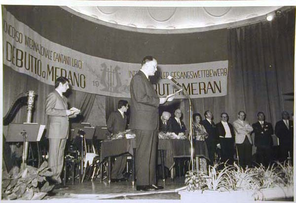 Concorso Internazionale Cantanti Lirici 1970 e 1972 - Internationaler Gesangwettbewerb Debuet in Meran 1970 und 1972.jpg