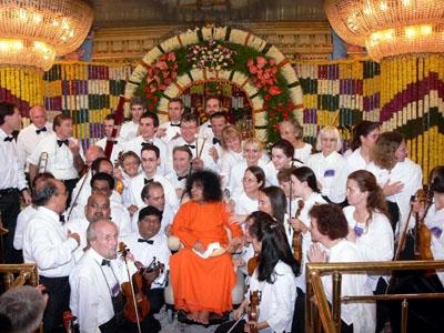 Sai Symphoni Orchester India 2005.jpg