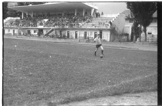 1947-48 Imbattuta squadra calcio insegnanti AVV.IND. - 1 di 10 (1)