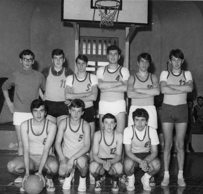 04 - 1969 - la squadra di basket dell_ITC Pisano vincitrice del torneo _finale contro Magistrali vinta 45-26_.jpg