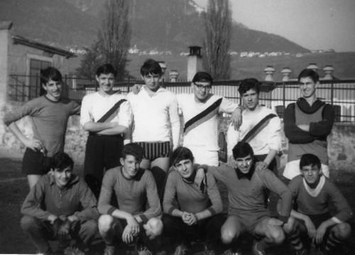 07 - 1966 - la squadra di calcio della II_ ITC Pisano al torneo studentesco.jpg